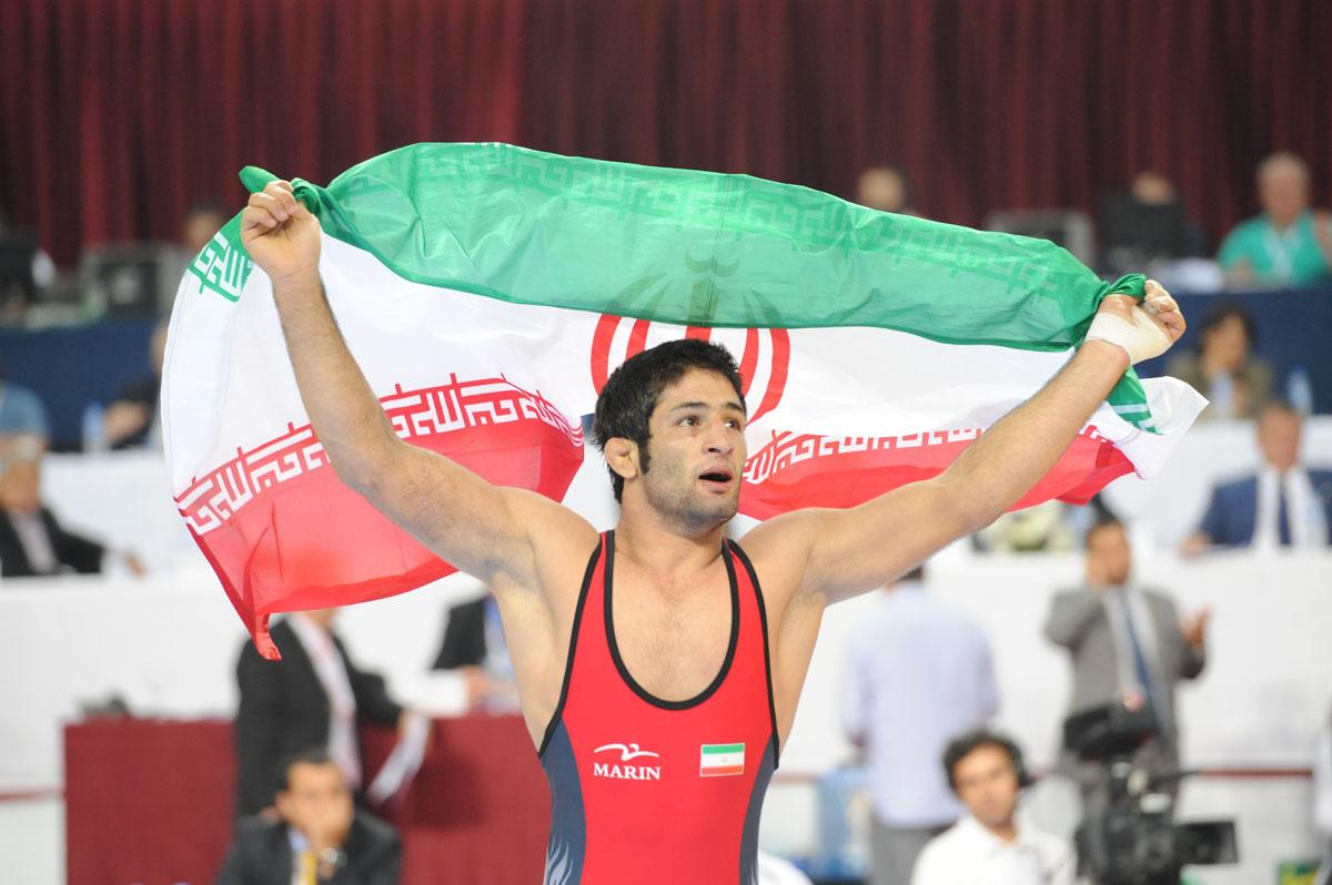 قهرمان کشتی کشور در برابر زائران حسینی+تصویر